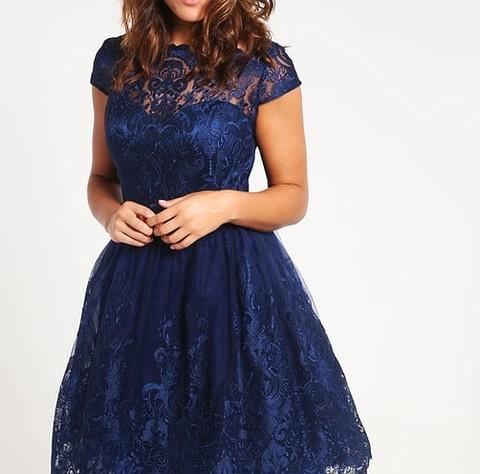 ad3a427e1c3a Sukienki na wesele dla puszystych - Mamodi